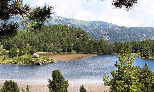 La excursión al lago de la Bullosa es un obligado en el Pirineo Francés. Una auténtica maravilla en cualquier época del año.
