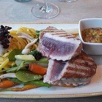 Tunfischsteak - perfekt auf dem Teller angekommen