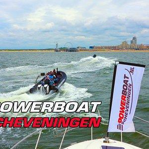 Powerboat Scheveningen Heb je zin in een leuke activiteit in Scheveningen? Wat dacht je van RIB Action op een Power Speedboat. Vaar mee voor een spectaculaire RIB Powerboat Rallyrun op de Noordzee. Dit is niet zomaar een tochtje met een speedboat, maar een echte adrenaline Speedkick. Met 160 Km over het water hoe gaaf is dat!!! Ook voor een volledig dag of weekend hebben we voor u van alles te doen kijk snel op de website voor de mogelijkheden. www.powerboat-scheveningen.nl