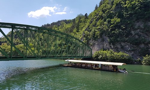 Plan a trip! Visit Radeče, a small town with big character. Flow down the Sava river with timber raft cruise and follow the history of Ostrovrhar knights.