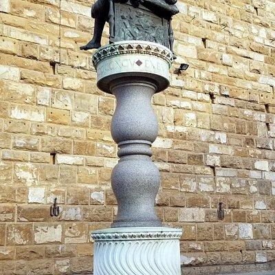 Donatello replica of Judith and Holofernes outside Palazzo Vecchio
