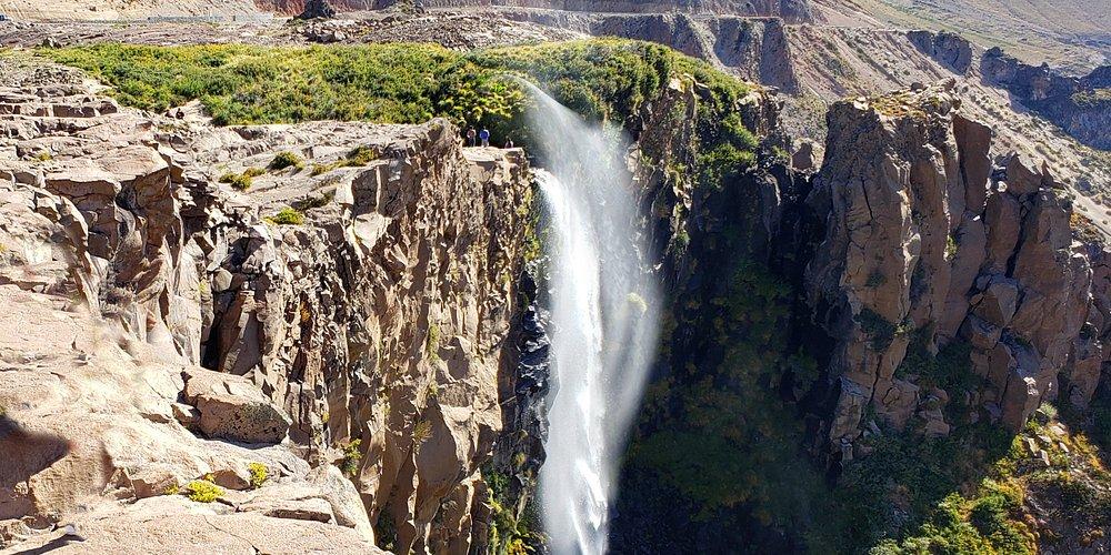 Bella y espectacular cascada, en la región de maule . Realizamos tour todo el año.