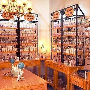 Essa é a Boutique de aromas  Lavandas da Serra Empório. Aqui você encontra cosméticos, produtos para cuidados pessoais, artesanato aromático, e culinária com toque de lavanda.