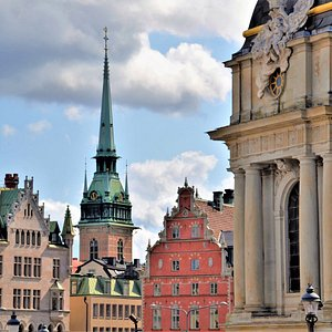 🌀Tip: The cheapest way to get from the harbor to the old town is by bus number 76, which departs directly in front of the harbor building. Between the airport and the old town there is a shuttle from Flixbus for about 6 € per person, which stops directly at the various terminals. Have you been to Stockholm before?  * * #travelblogger #wanderlust #instatravelling #travelawesome #traveltips #roundtheworld #travelcouple #travelhacks #travelcheap #stockholm #visitsweden #visitstockholm