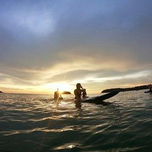 Beautiful surf the sunset 🌅