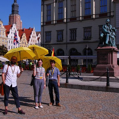 Hi, we're part of the Walkative! Wrocław team! You can meet us in front of Fredro's statue on the Main Market Square. We will show you the most important sites of Wrocław and tell you the most interesting stories. Join us!