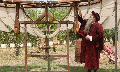 Leonardo in persona ci mostra la sua macchina volante!
