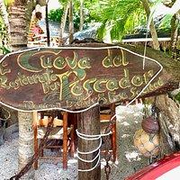 La Cueva del pescador, entrada al restaurante.