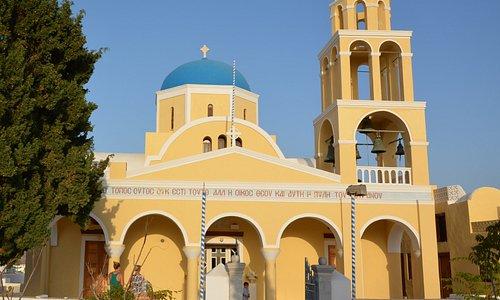 Před kostelem Agios Georgios