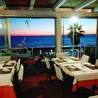 La noatra sala ristorante con vista mare