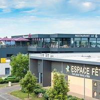 Le restaurant Le 6 dispose d'une terrasse panoramique sur Agen et ses alentours