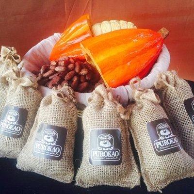 Venez déguster les fèves de cacao  torrefiées, notre matière première principale!