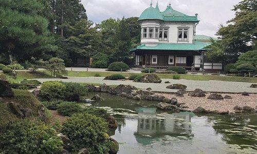 日本庭園から見た盛美館。天候には恵まれなかった8月下旬の午後。