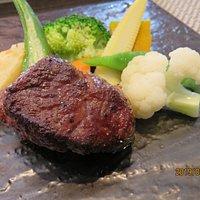 ランチコース一例 国際牛フィレ肉のステーキ