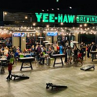 Night life at Yee-Haw Brewing Co.