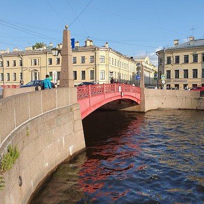 Czerwony Most w ciągu ulicy Gorokhovaya