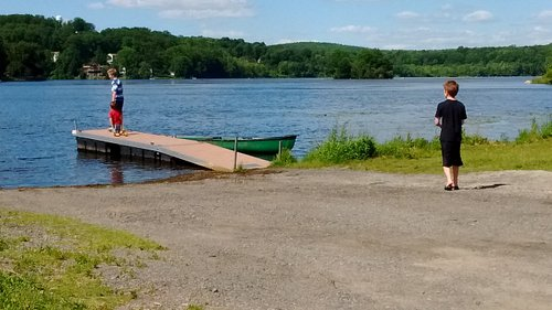 Enjoy canoeing lovely Lake Musonetcong. Launch your boat at the small state park in Netcong behind the Growing Stage