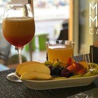 MOMA - Cocktail analcolico e frutta fresca in ghiaccio