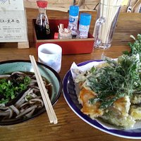 掛け蕎麦600円と天ぷら盛り合わせ500円