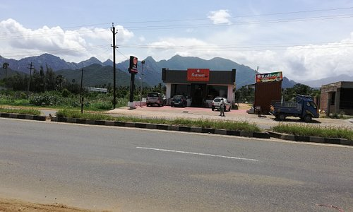 Kathadi Restaurant.  Kavalkinaru, NH7, Tirunelveli District, Tamil Nadu. Tasty food, good hygiene, well maintained rest rooms. 11 AM to 11 PM. Ideal for families.