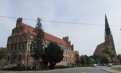 Ratusz i Kościół Mariacki.