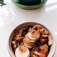 acia bowl with toppings