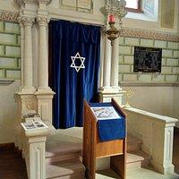 Armoire contenant les rouleaux de la Torah