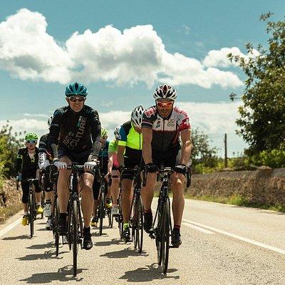 Geführte Rennrad Touren mit Huerzeler Bicycle Holidays - der sportlich aktive Weg um Land und Leute kennenzulernen.