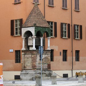 Tomba del Giurista Egidio Foscherari