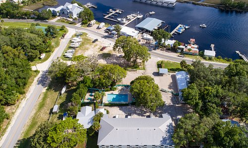 Arial view of hotel, pool and Steinhatchee River