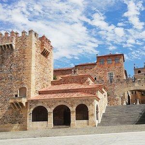Esta es la bienvenida principal que la ciudad de Cáceres les regala a sus visitantes