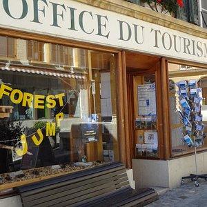 Office du tourisme à La Neuveville (vers la Fontaine du Banneret et de la Tour Rouge)