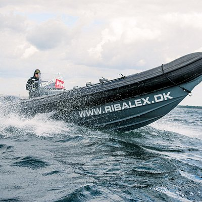 We operate a fleet of 5 600HP RIBs (Rigid Inflatable Boats) that can reach speeds over 100 km/h. Each of the RIBs can seat up to 12 people. We provide our customers with all the necessary safety equipment as well as windbreakers or overall suits, depending on the weather.