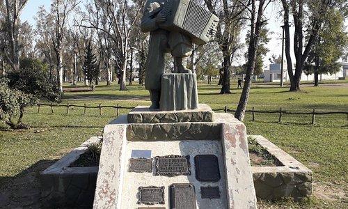 Monumento a tarrago Ros  Curuzu Cuatia Corrientes.