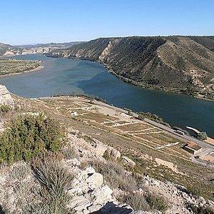 Vista de la confluencia desde el castillo de Mequinenza.