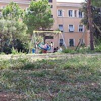 Giardino Giuseppe De Meo, chiamato anche Parco di Villa Massimo. Giochi