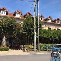 Carte de visite - L'hotel-restaurant - Le lac en face - Le repas - La terrassse.