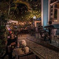 O patio do Explorer bar, Santa teresa