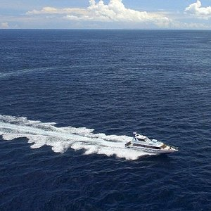fast boat Arthamas crossover to Lembongan from sanur port and from Jungut Batu to Sanur Including shuttle bus