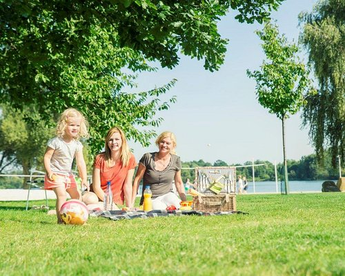 Picknick im Allerpark   Foto: Wolfsburg AG | Jenko Sternberg Design