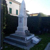 il monumento stile obelisco