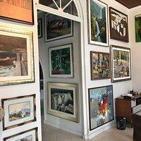 Uma galeria que vale a pena, num casarão centenário conservado e um acervo maravilhoso!