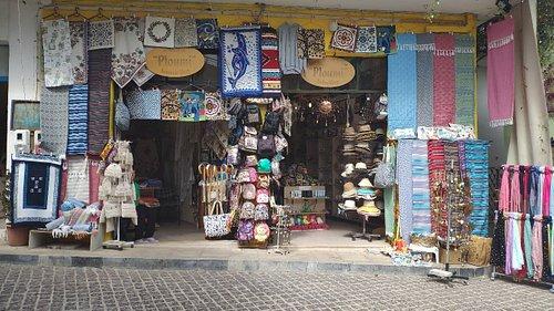 Pluomi Traditional Souvenir Shop