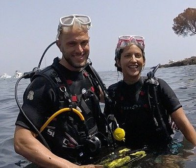 Discover scuba diving today and fall in love with diving! Smiles guaranteed! We ♥️ to teach diving! #palmadiving