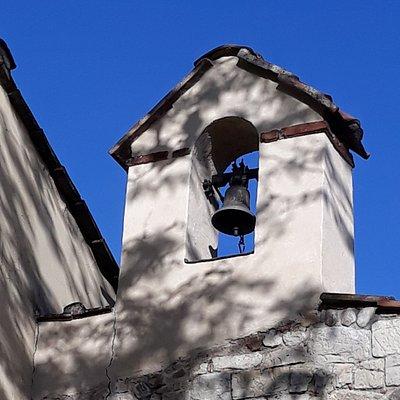 particolare del piccolo campanile a vela