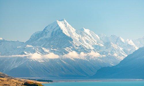 Vista desde Peter's Lookout en la carretera a Mt Cook. Abajo se observa el lago Pukaki y al fondo el Monte Cook.
