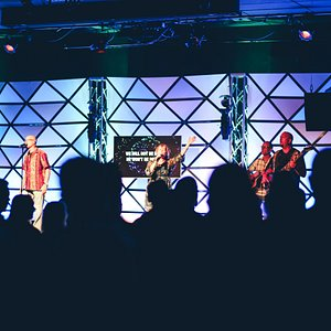 We love joining together to sing praise to God. At Parker Hill, you'll experience modern music that helps to prepare your heart for what God wants to speak to you that day.