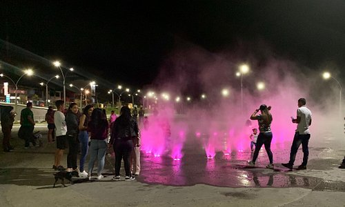 Malecón de Guatape is impressive. Children have fun running around a spray fountain, decorated with colorful lights at night.