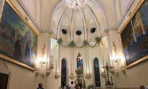 Noite tranquila com o Santuário iluminado, umas das melhores iluminações. Após a missa das 19 horas do domingo.