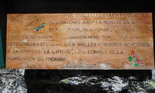 """Sentier de la cascade de Berard """" Panneau d'explications du petit village de la POYA que vous allez traverser pendant votre rando """""""